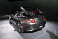 Mazda MX-5 mit klappbarem Blechdach. Foto: R. Huber