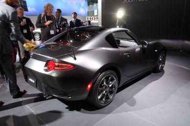 Mazda MX-5 mit Blechdach. Foto: R. Huber