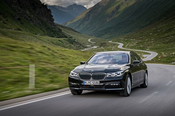 P90226963_lowRes_bmw-740le-xdrive-ipe