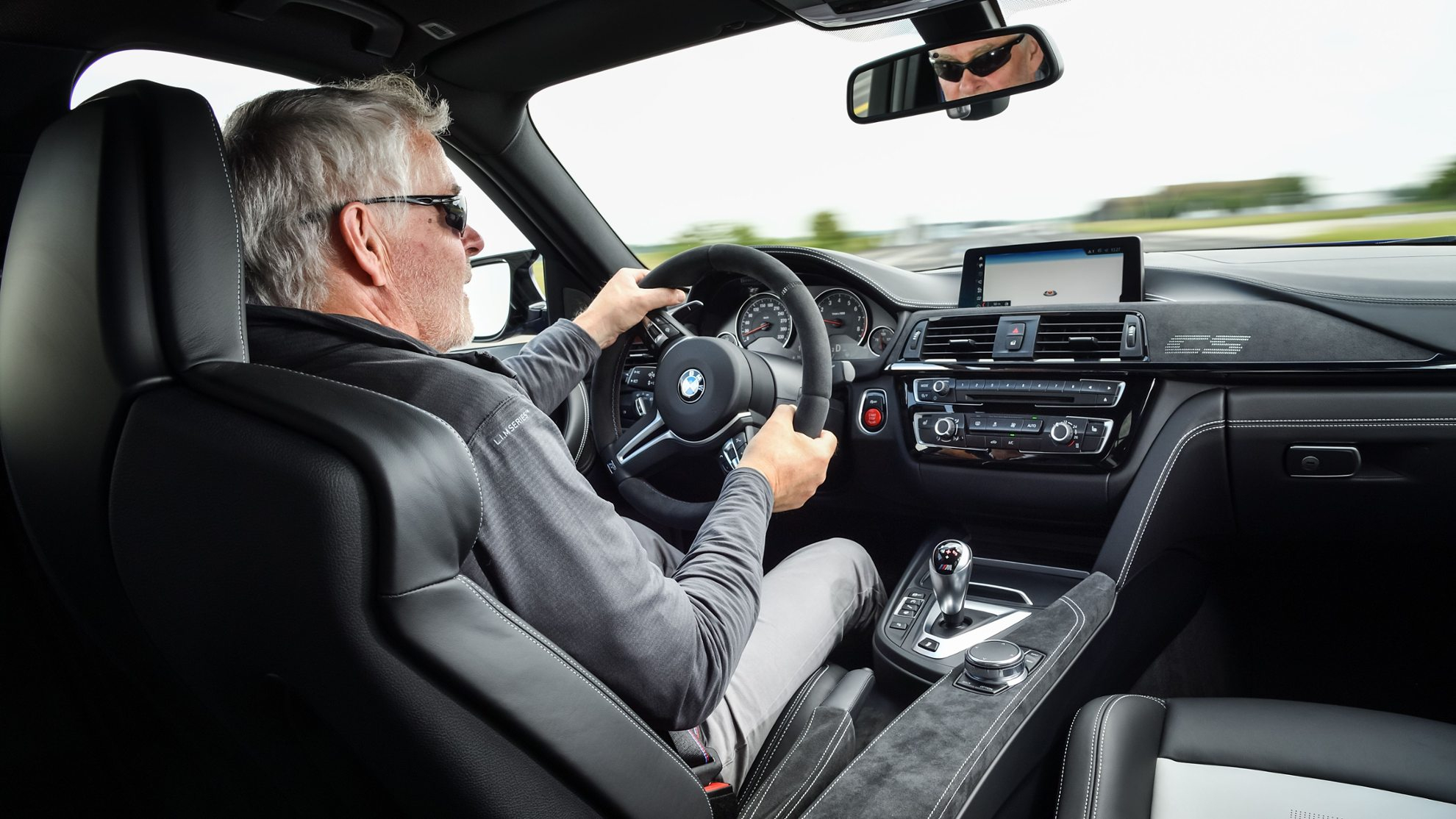 mid-Autor Rudolf Huber am Steuer des M3 CS. Foto: BMW